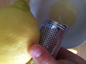 Revet sitronskall, vask skallet godt før du river og bruk øko sitroner