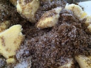 Bland sammen smør og sukkeret